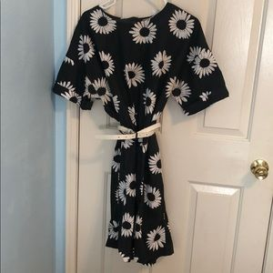 Linen floral dress with pockets!